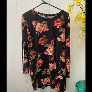 Rue 21 1XL long sleeve floral polyester top